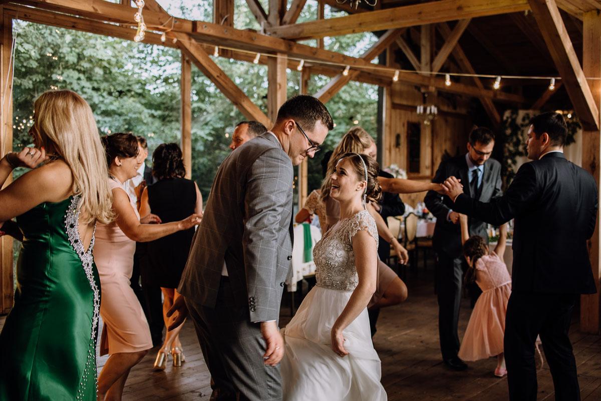 alternatywny-slub-wesele-w-stylu-slow-wedding-szklana-stodola-Bozenkowo-Swietliste-fotografujemy-emocje-Magda-Jakub-161