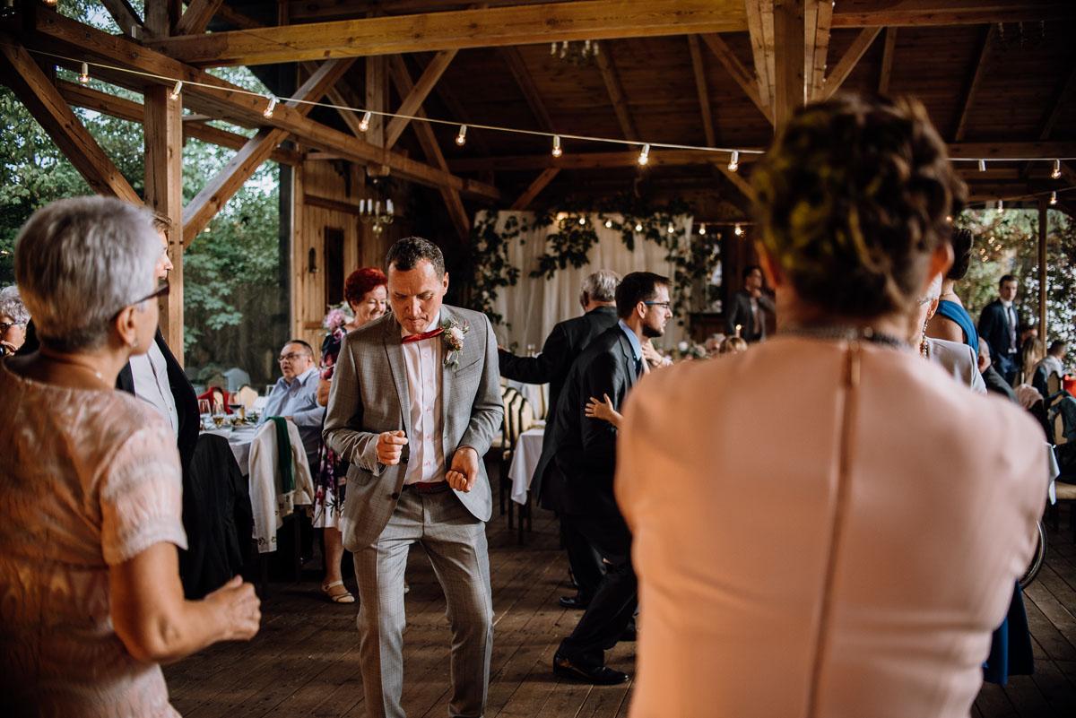 alternatywny-slub-wesele-w-stylu-slow-wedding-szklana-stodola-Bozenkowo-Swietliste-fotografujemy-emocje-Magda-Jakub-162