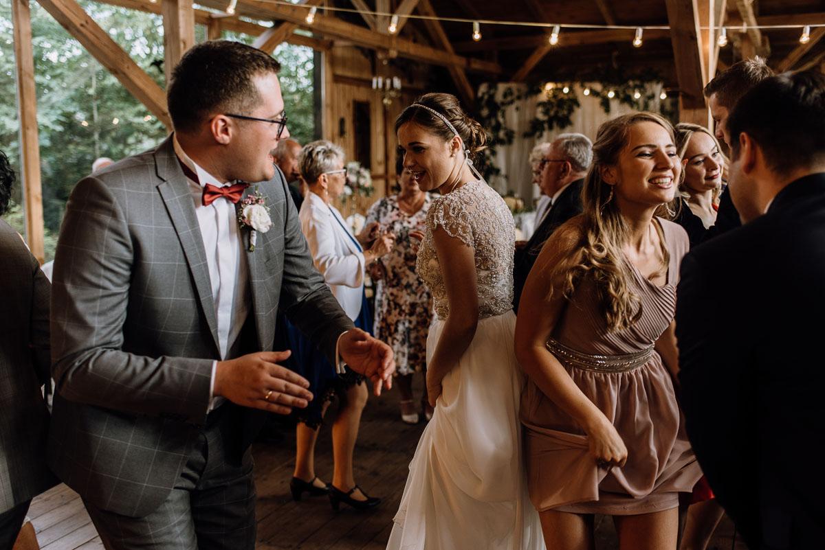 alternatywny-slub-wesele-w-stylu-slow-wedding-szklana-stodola-Bozenkowo-Swietliste-fotografujemy-emocje-Magda-Jakub-164