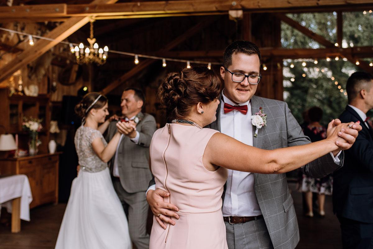 alternatywny-slub-wesele-w-stylu-slow-wedding-szklana-stodola-Bozenkowo-Swietliste-fotografujemy-emocje-Magda-Jakub-165