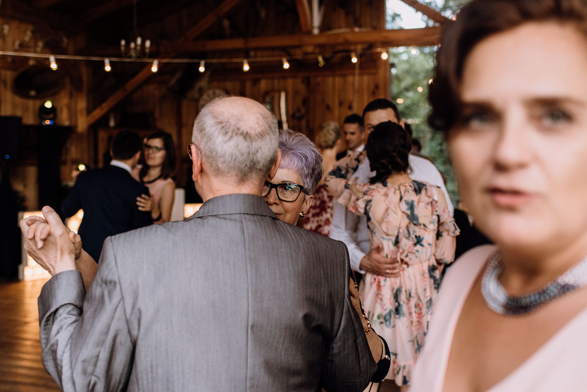 alternatywny-slub-wesele-w-stylu-slow-wedding-szklana-stodola-Bozenkowo-Swietliste-fotografujemy-emocje-Magda-Jakub-167