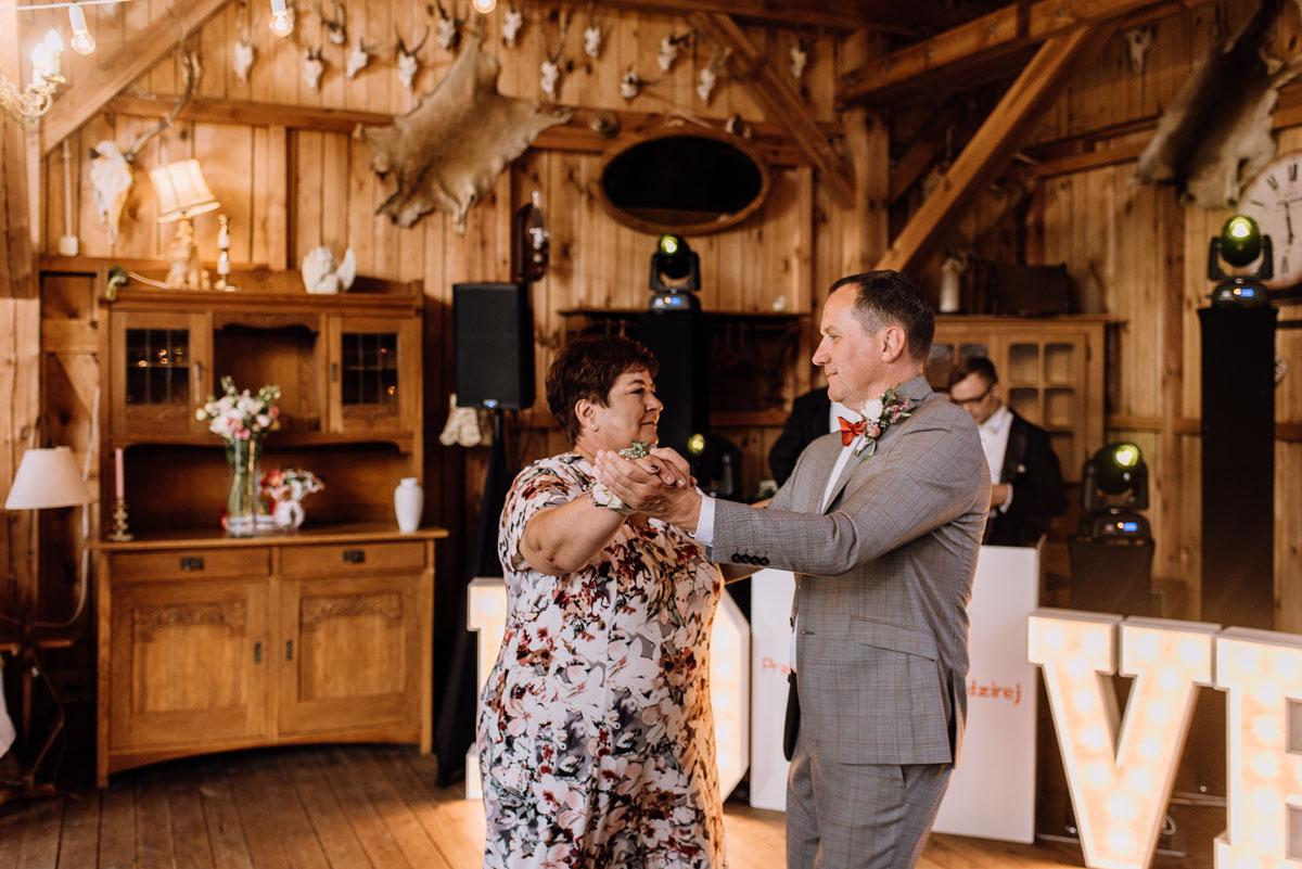 alternatywny-slub-wesele-w-stylu-slow-wedding-szklana-stodola-Bozenkowo-Swietliste-fotografujemy-emocje-Magda-Jakub-168