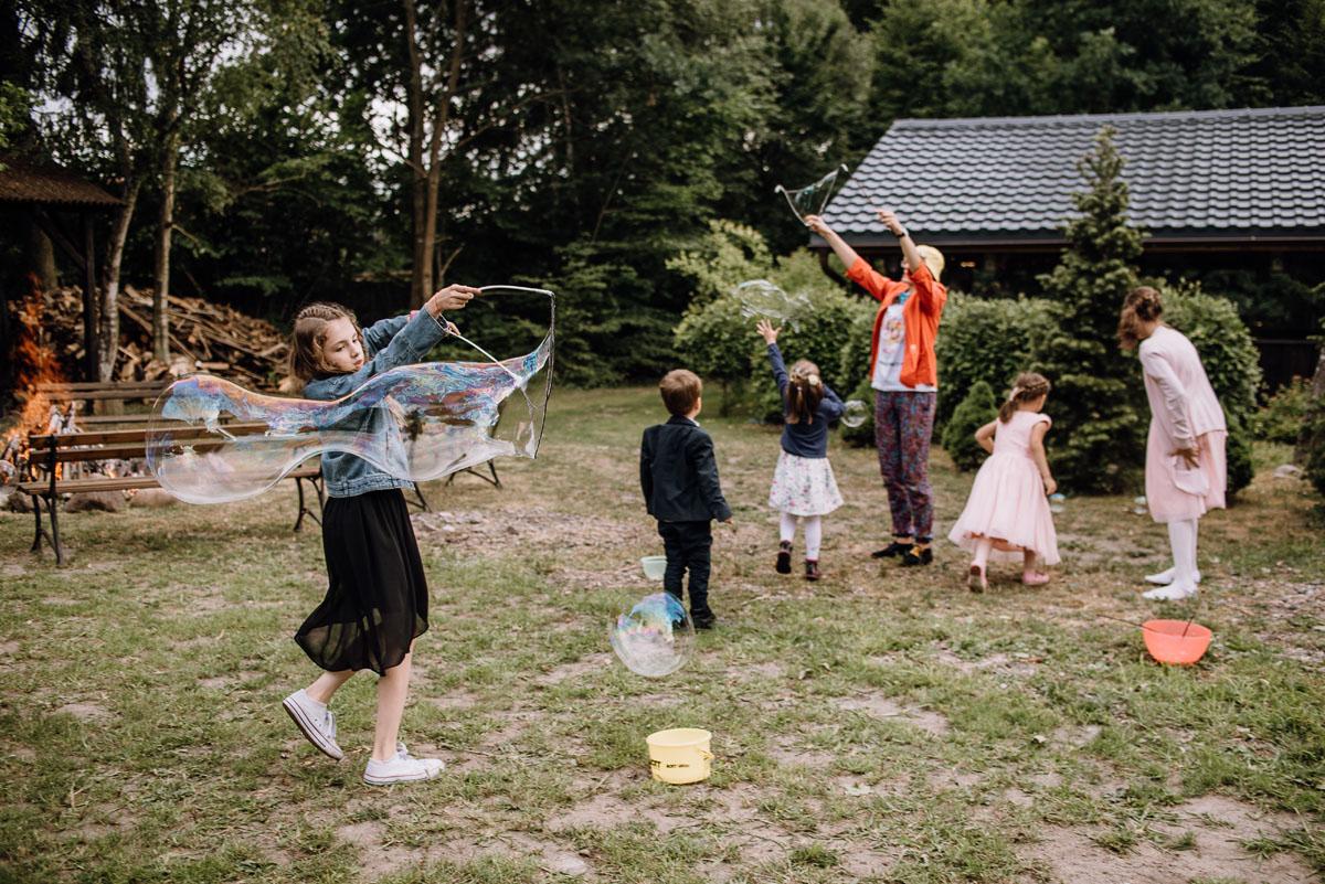 alternatywny-slub-wesele-w-stylu-slow-wedding-szklana-stodola-Bozenkowo-Swietliste-fotografujemy-emocje-Magda-Jakub-171