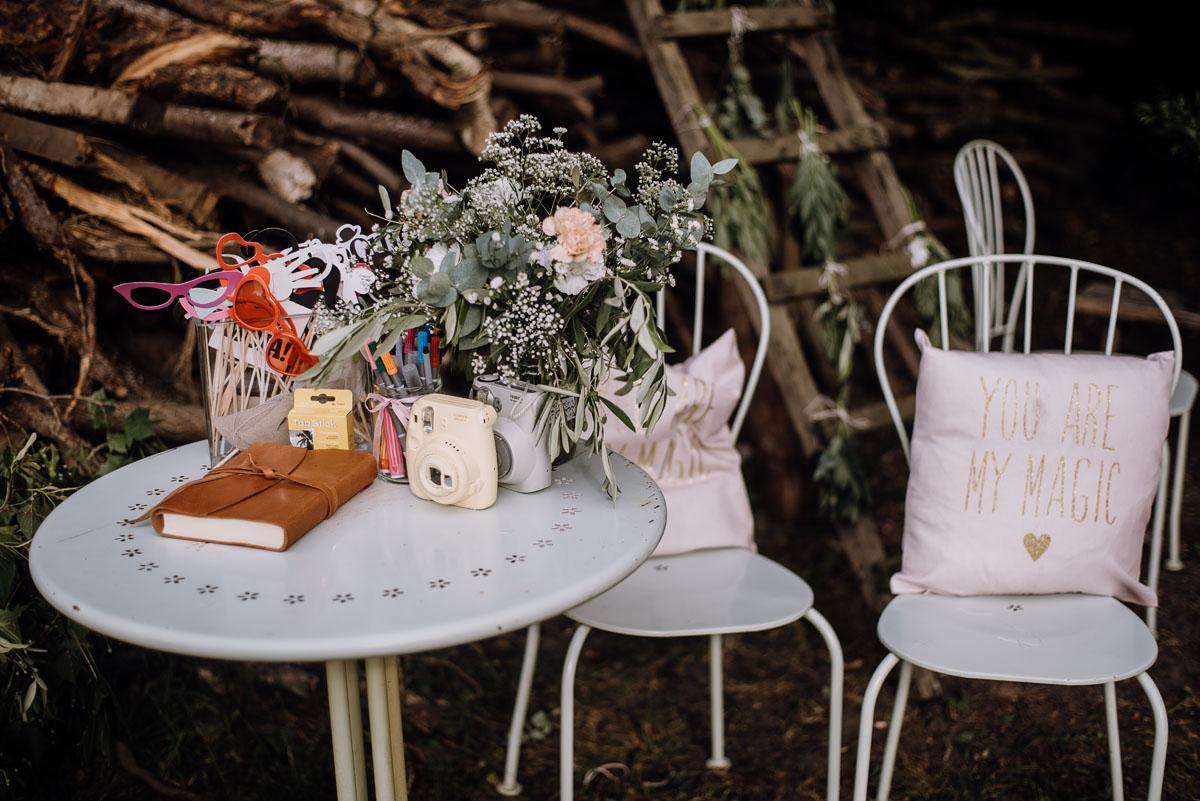 alternatywny-slub-wesele-w-stylu-slow-wedding-szklana-stodola-Bozenkowo-Swietliste-fotografujemy-emocje-Magda-Jakub-173