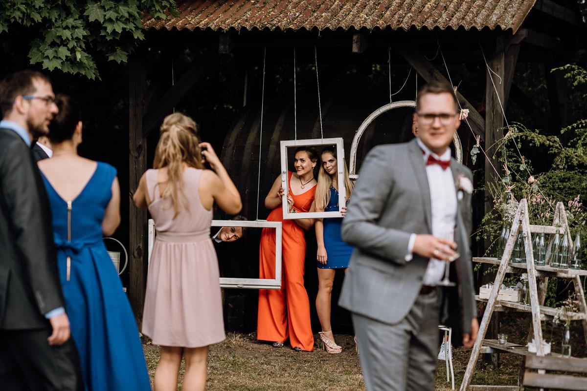 alternatywny-slub-wesele-w-stylu-slow-wedding-szklana-stodola-Bozenkowo-Swietliste-fotografujemy-emocje-Magda-Jakub-177