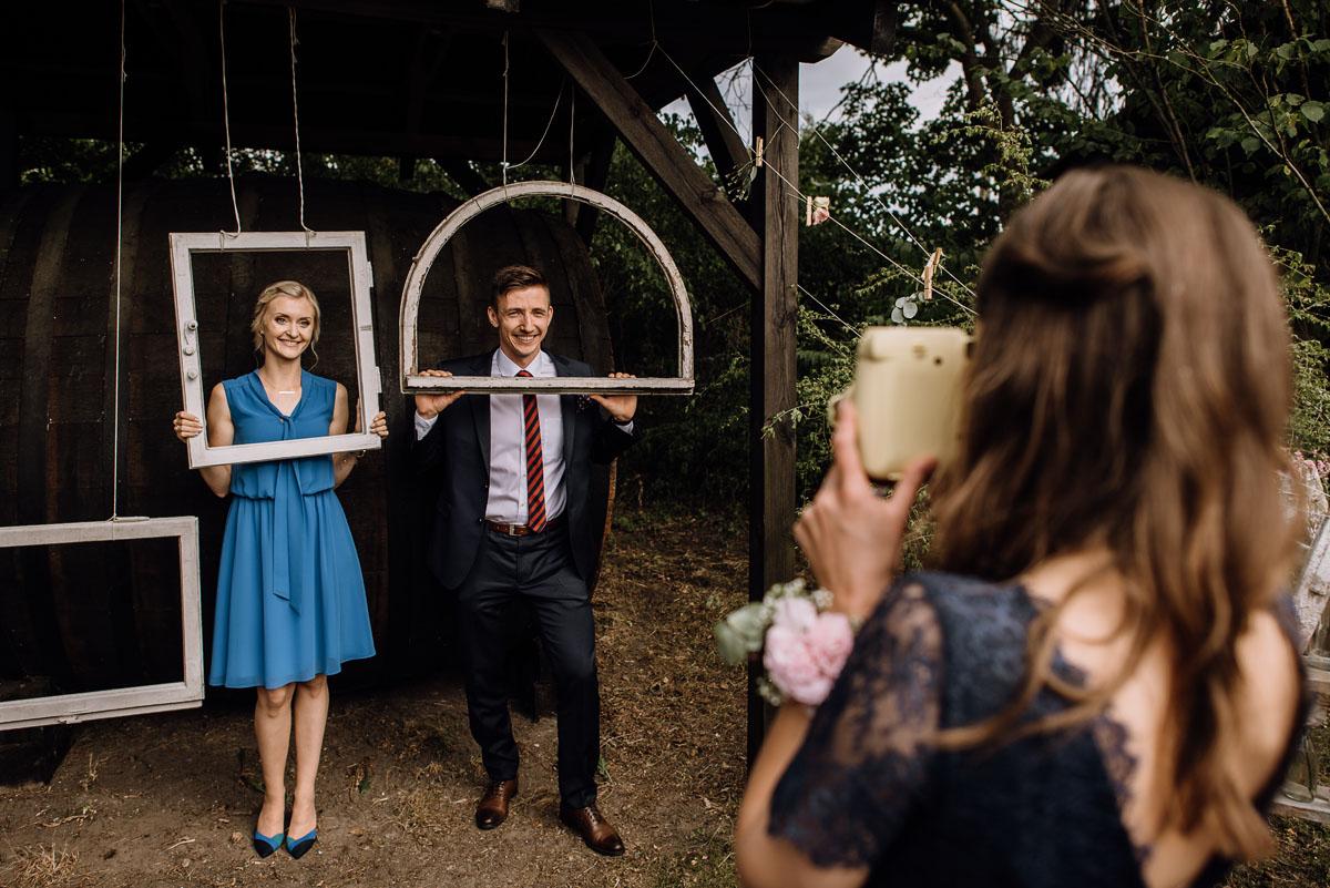 alternatywny-slub-wesele-w-stylu-slow-wedding-szklana-stodola-Bozenkowo-Swietliste-fotografujemy-emocje-Magda-Jakub-179