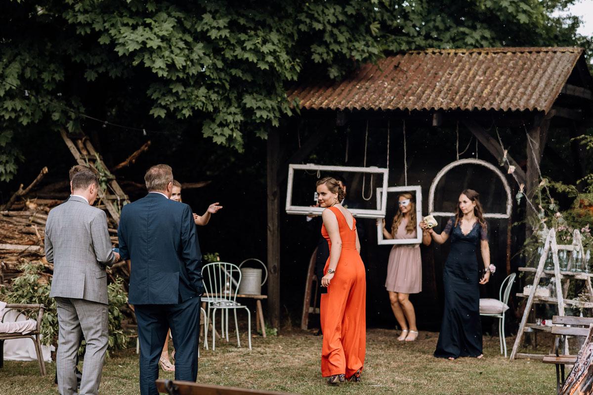 alternatywny-slub-wesele-w-stylu-slow-wedding-szklana-stodola-Bozenkowo-Swietliste-fotografujemy-emocje-Magda-Jakub-180