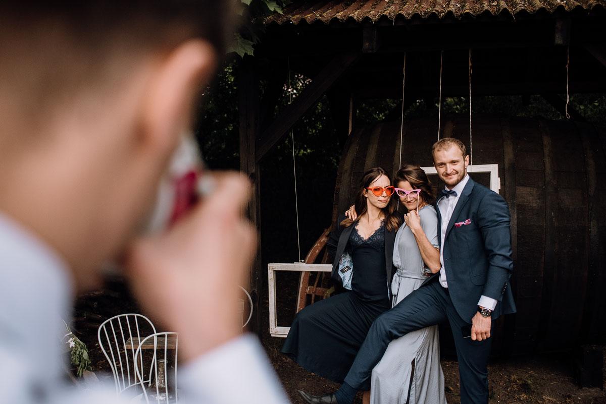 alternatywny-slub-wesele-w-stylu-slow-wedding-szklana-stodola-Bozenkowo-Swietliste-fotografujemy-emocje-Magda-Jakub-182
