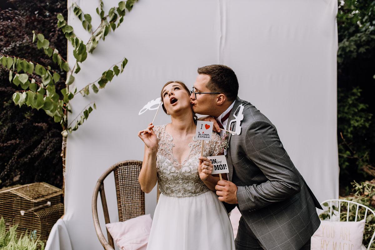 alternatywny-slub-wesele-w-stylu-slow-wedding-szklana-stodola-Bozenkowo-Swietliste-fotografujemy-emocje-Magda-Jakub-183