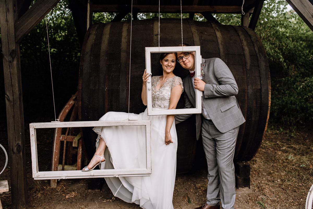 alternatywny-slub-wesele-w-stylu-slow-wedding-szklana-stodola-Bozenkowo-Swietliste-fotografujemy-emocje-Magda-Jakub-184