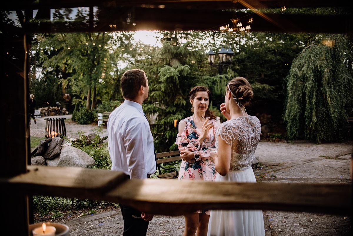 alternatywny-slub-wesele-w-stylu-slow-wedding-szklana-stodola-Bozenkowo-Swietliste-fotografujemy-emocje-Magda-Jakub-187