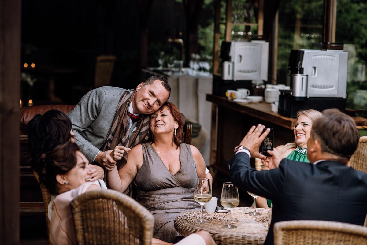 alternatywny-slub-wesele-w-stylu-slow-wedding-szklana-stodola-Bozenkowo-Swietliste-fotografujemy-emocje-Magda-Jakub-188