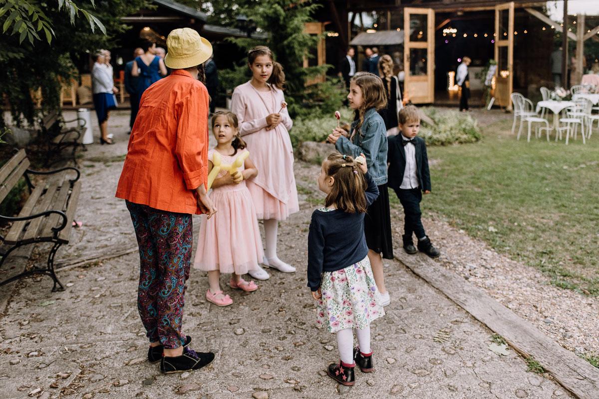 alternatywny-slub-wesele-w-stylu-slow-wedding-szklana-stodola-Bozenkowo-Swietliste-fotografujemy-emocje-Magda-Jakub-190