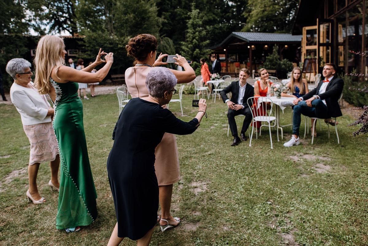 alternatywny-slub-wesele-w-stylu-slow-wedding-szklana-stodola-Bozenkowo-Swietliste-fotografujemy-emocje-Magda-Jakub-192