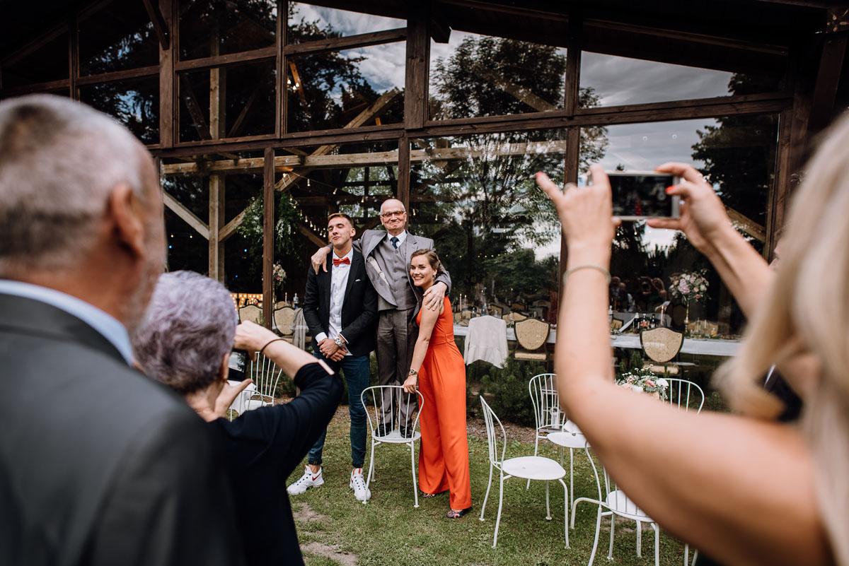 alternatywny-slub-wesele-w-stylu-slow-wedding-szklana-stodola-Bozenkowo-Swietliste-fotografujemy-emocje-Magda-Jakub-194