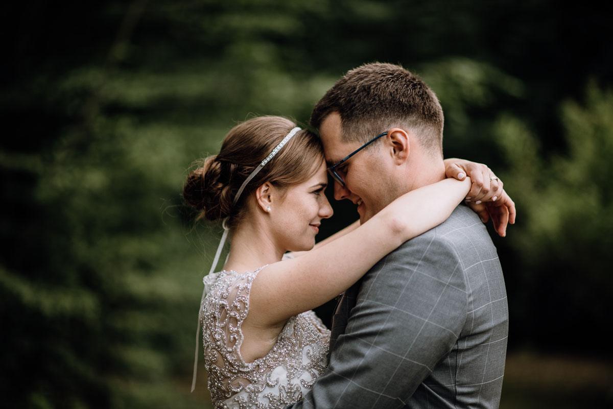 alternatywny-slub-wesele-w-stylu-slow-wedding-szklana-stodola-Bozenkowo-Swietliste-fotografujemy-emocje-Magda-Jakub-195