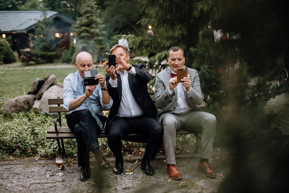 alternatywny-slub-wesele-w-stylu-slow-wedding-szklana-stodola-Bozenkowo-Swietliste-fotografujemy-emocje-Magda-Jakub-199