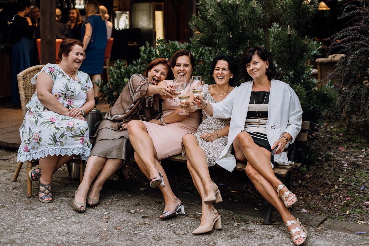alternatywny-slub-wesele-w-stylu-slow-wedding-szklana-stodola-Bozenkowo-Swietliste-fotografujemy-emocje-Magda-Jakub-200