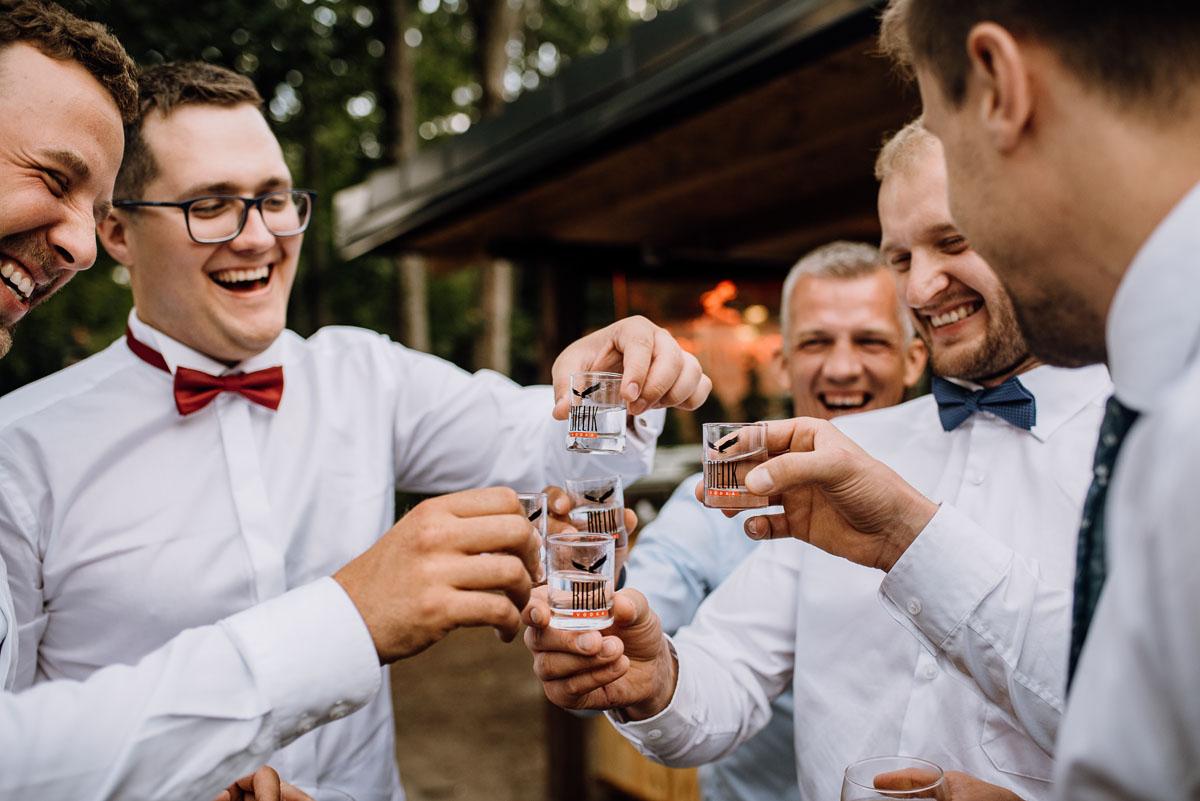 alternatywny-slub-wesele-w-stylu-slow-wedding-szklana-stodola-Bozenkowo-Swietliste-fotografujemy-emocje-Magda-Jakub-202