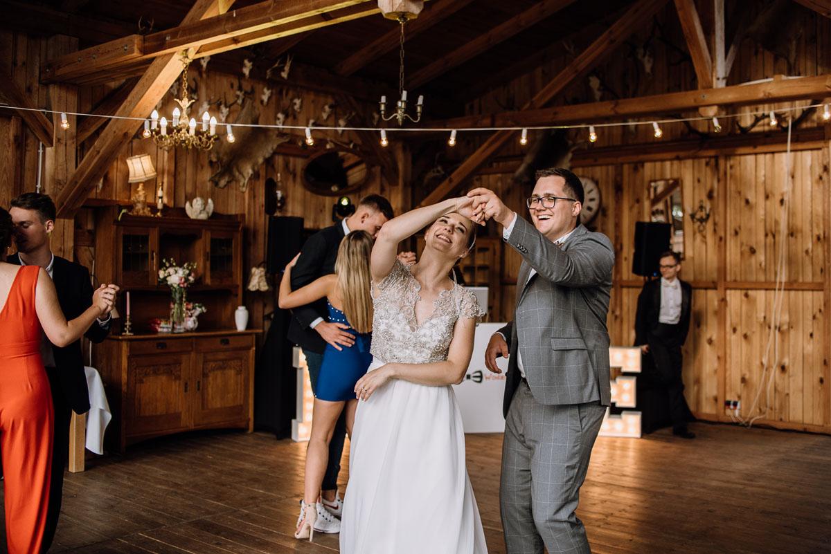 alternatywny-slub-wesele-w-stylu-slow-wedding-szklana-stodola-Bozenkowo-Swietliste-fotografujemy-emocje-Magda-Jakub-205