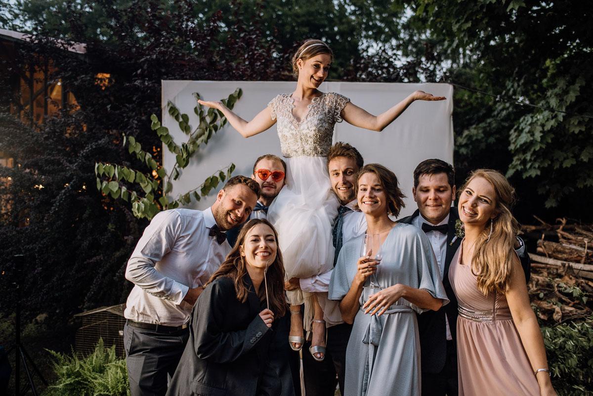alternatywny-slub-wesele-w-stylu-slow-wedding-szklana-stodola-Bozenkowo-Swietliste-fotografujemy-emocje-Magda-Jakub-212