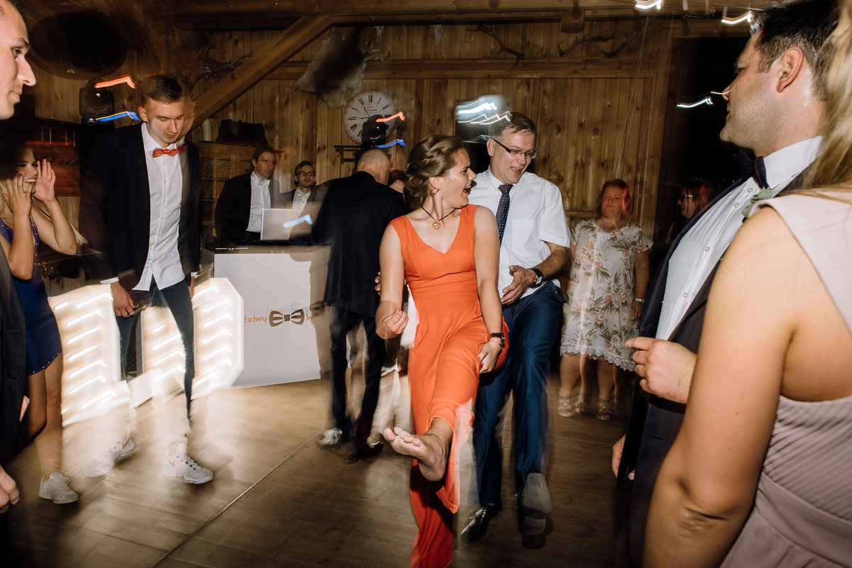 alternatywny-slub-wesele-w-stylu-slow-wedding-szklana-stodola-Bozenkowo-Swietliste-fotografujemy-emocje-Magda-Jakub-218