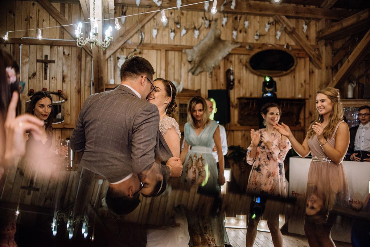 alternatywny-slub-wesele-w-stylu-slow-wedding-szklana-stodola-Bozenkowo-Swietliste-fotografujemy-emocje-Magda-Jakub-221