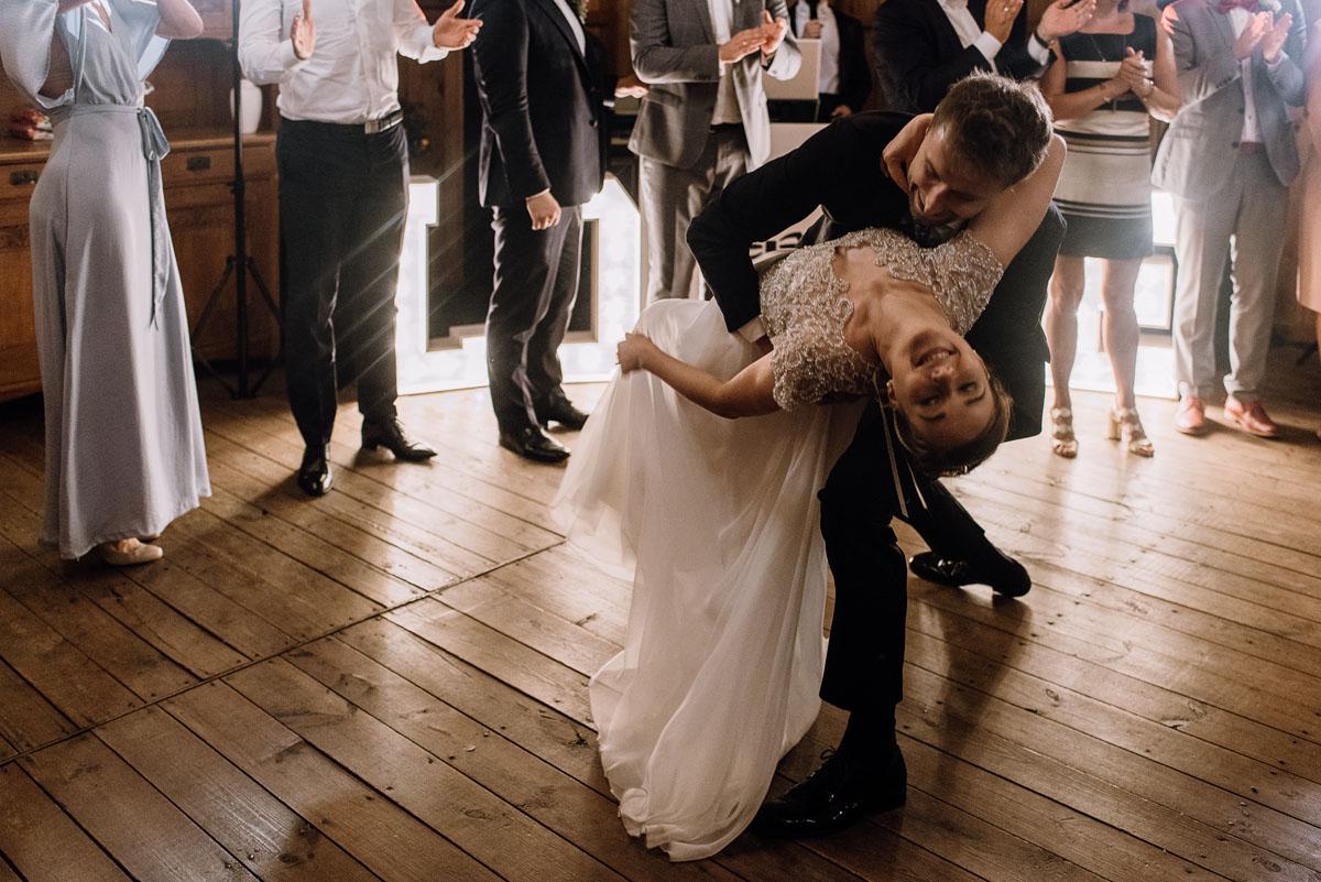 alternatywny-slub-wesele-w-stylu-slow-wedding-szklana-stodola-Bozenkowo-Swietliste-fotografujemy-emocje-Magda-Jakub-223