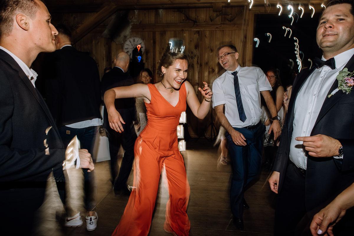 alternatywny-slub-wesele-w-stylu-slow-wedding-szklana-stodola-Bozenkowo-Swietliste-fotografujemy-emocje-Magda-Jakub-224