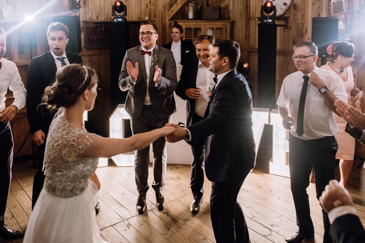 alternatywny-slub-wesele-w-stylu-slow-wedding-szklana-stodola-Bozenkowo-Swietliste-fotografujemy-emocje-Magda-Jakub-227