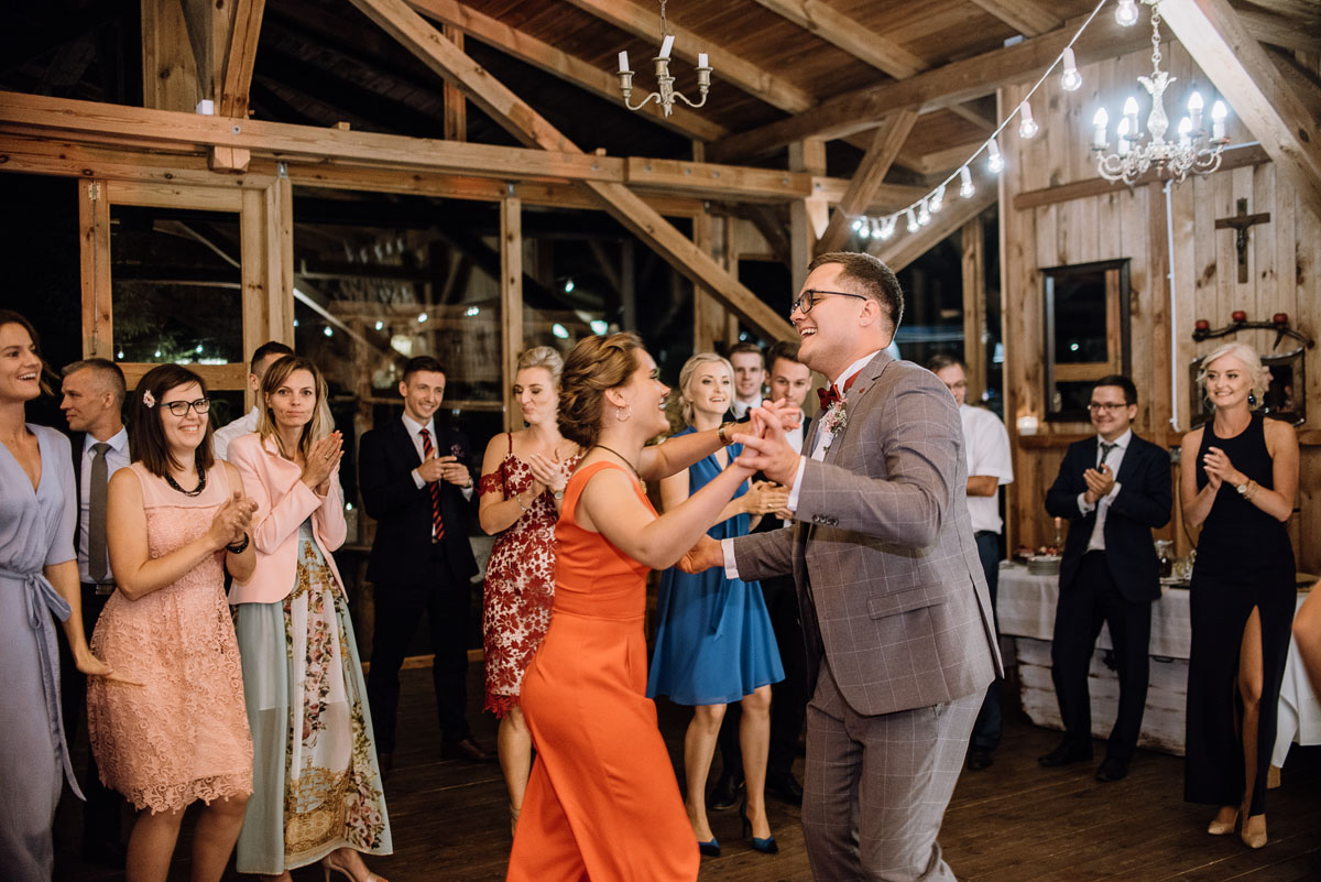 alternatywny-slub-wesele-w-stylu-slow-wedding-szklana-stodola-Bozenkowo-Swietliste-fotografujemy-emocje-Magda-Jakub-229