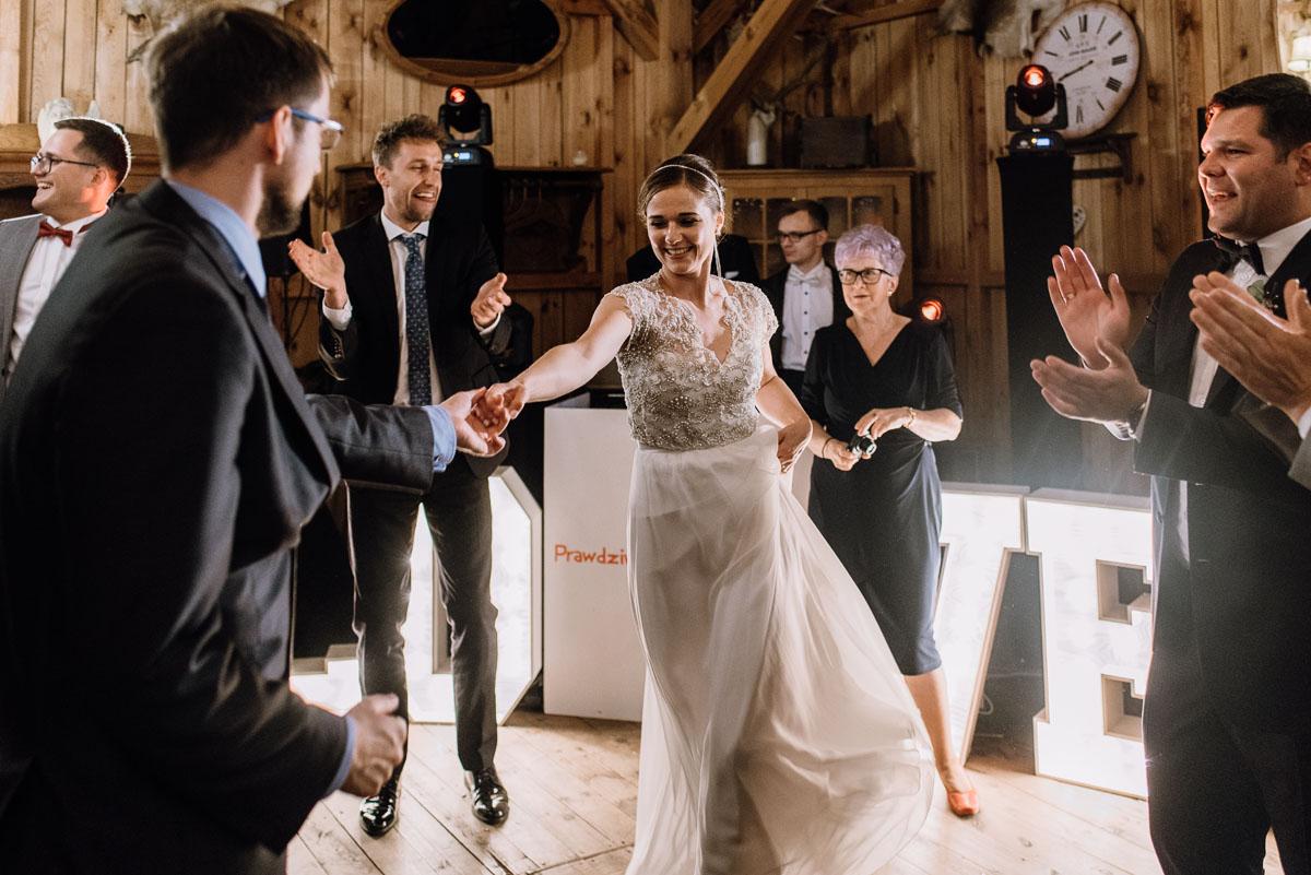 alternatywny-slub-wesele-w-stylu-slow-wedding-szklana-stodola-Bozenkowo-Swietliste-fotografujemy-emocje-Magda-Jakub-231