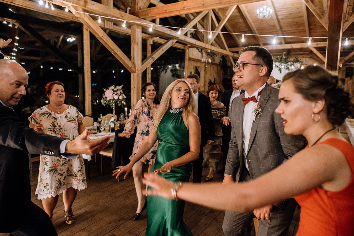 alternatywny-slub-wesele-w-stylu-slow-wedding-szklana-stodola-Bozenkowo-Swietliste-fotografujemy-emocje-Magda-Jakub-232