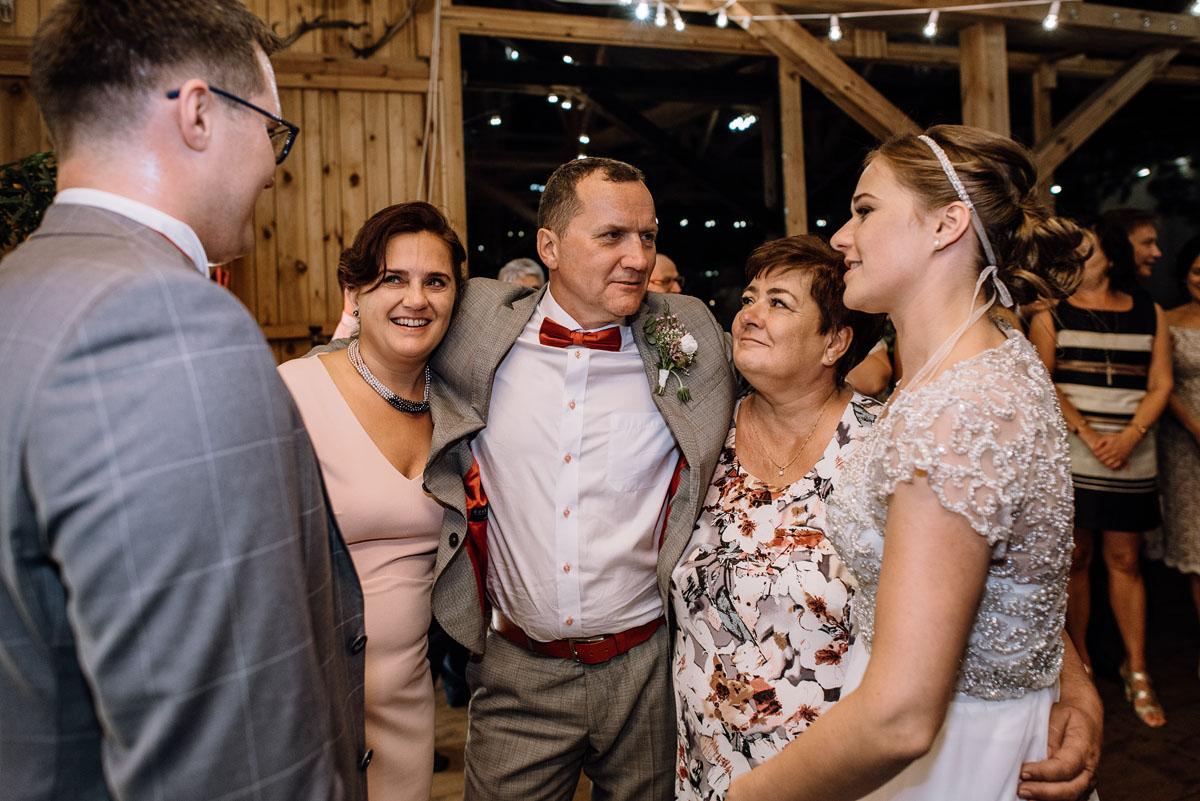 alternatywny-slub-wesele-w-stylu-slow-wedding-szklana-stodola-Bozenkowo-Swietliste-fotografujemy-emocje-Magda-Jakub-234