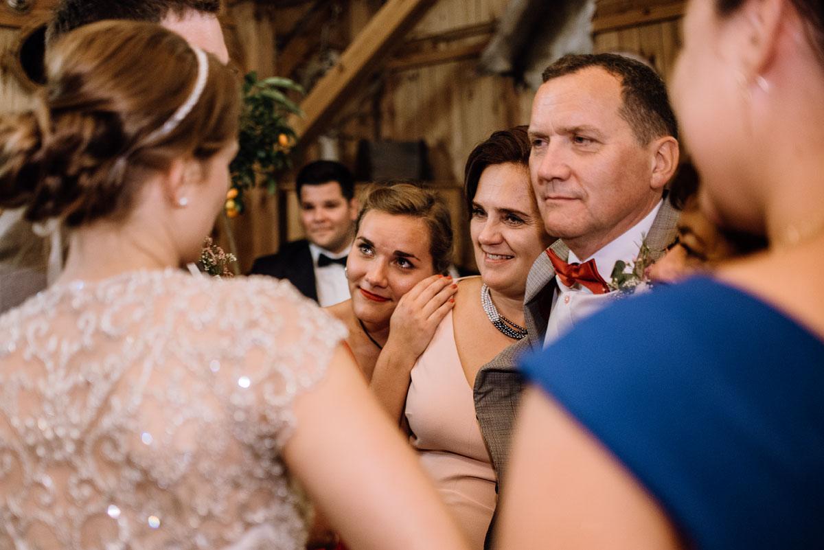 alternatywny-slub-wesele-w-stylu-slow-wedding-szklana-stodola-Bozenkowo-Swietliste-fotografujemy-emocje-Magda-Jakub-235