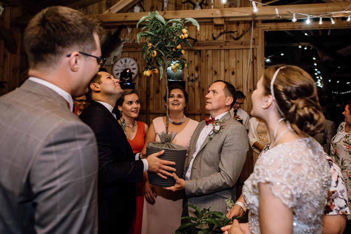 alternatywny-slub-wesele-w-stylu-slow-wedding-szklana-stodola-Bozenkowo-Swietliste-fotografujemy-emocje-Magda-Jakub-236