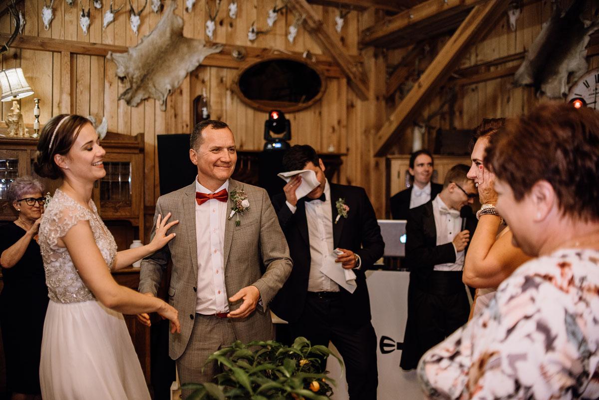 alternatywny-slub-wesele-w-stylu-slow-wedding-szklana-stodola-Bozenkowo-Swietliste-fotografujemy-emocje-Magda-Jakub-238