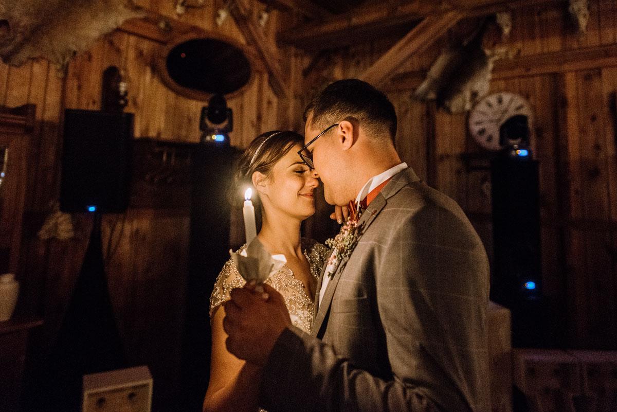 alternatywny-slub-wesele-w-stylu-slow-wedding-szklana-stodola-Bozenkowo-Swietliste-fotografujemy-emocje-Magda-Jakub-239