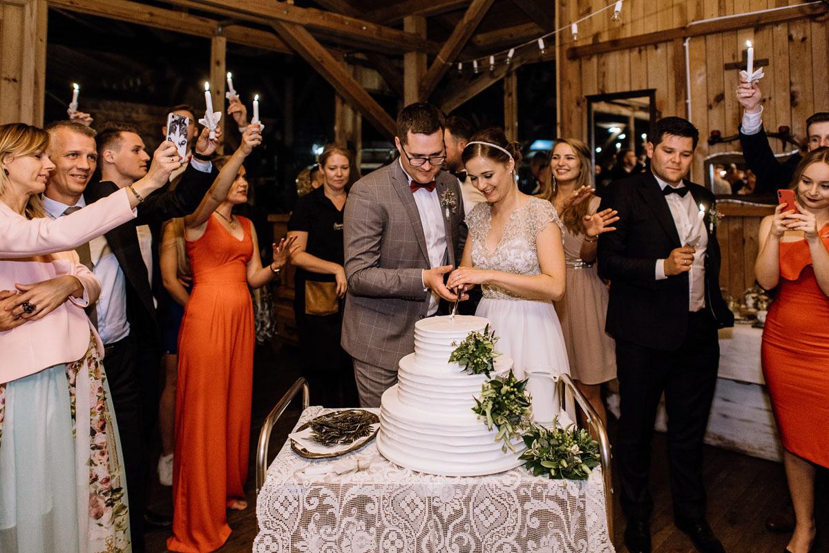 alternatywny-slub-wesele-w-stylu-slow-wedding-szklana-stodola-Bozenkowo-Swietliste-fotografujemy-emocje-Magda-Jakub-240