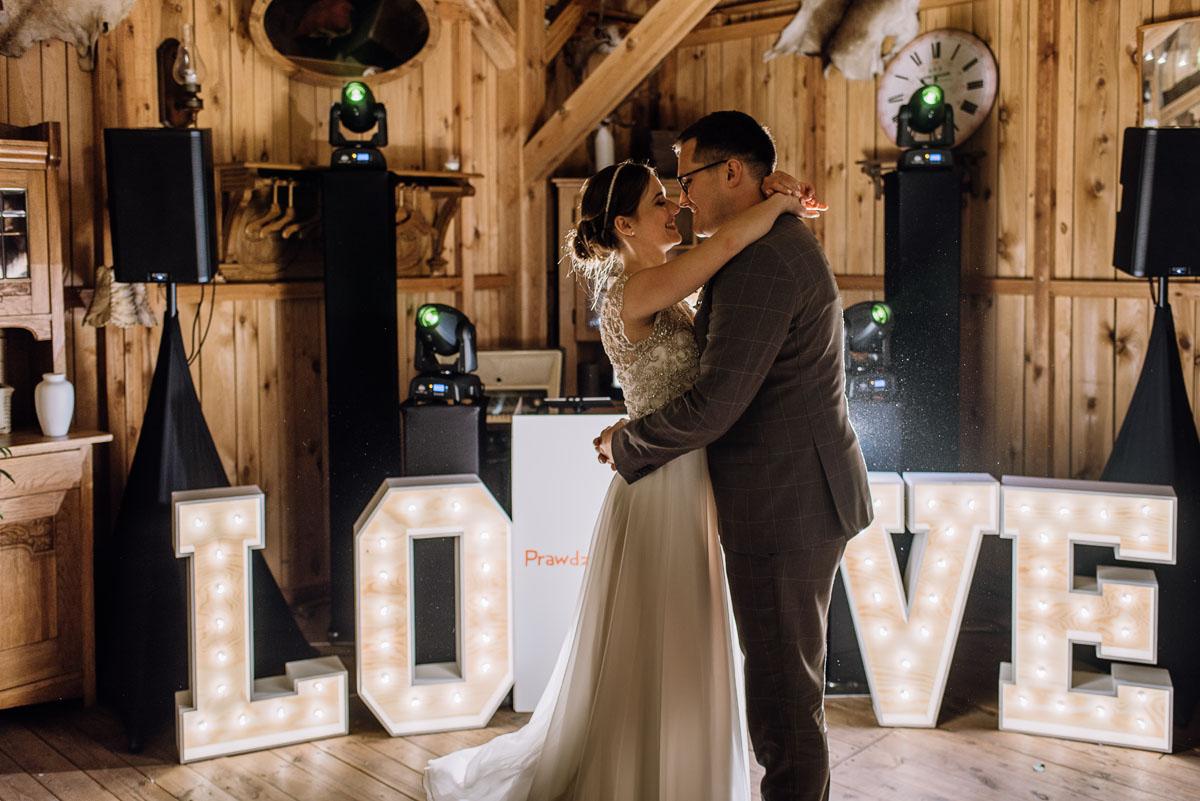 alternatywny-slub-wesele-w-stylu-slow-wedding-szklana-stodola-Bozenkowo-Swietliste-fotografujemy-emocje-Magda-Jakub-241