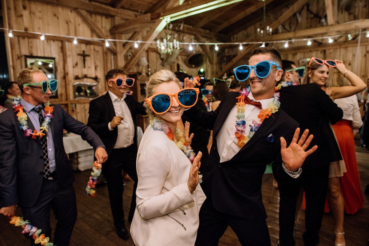 alternatywny-slub-wesele-w-stylu-slow-wedding-szklana-stodola-Bozenkowo-Swietliste-fotografujemy-emocje-Magda-Jakub-243