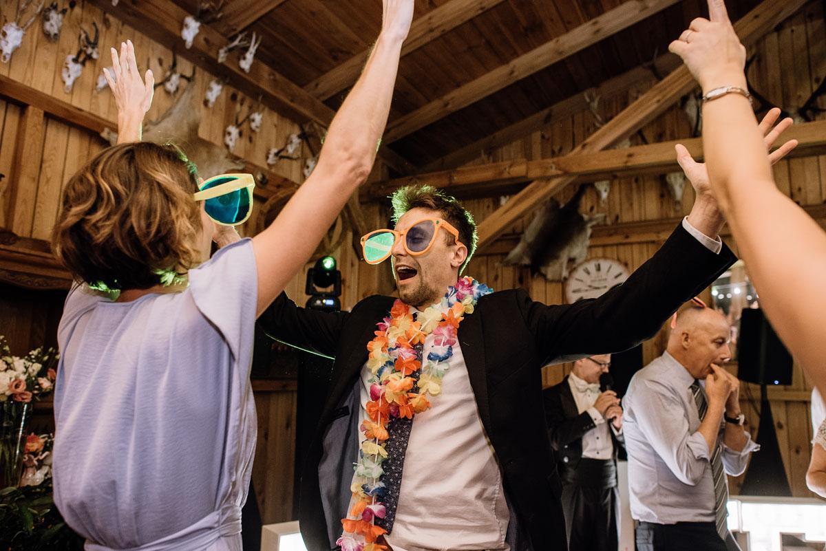 alternatywny-slub-wesele-w-stylu-slow-wedding-szklana-stodola-Bozenkowo-Swietliste-fotografujemy-emocje-Magda-Jakub-244