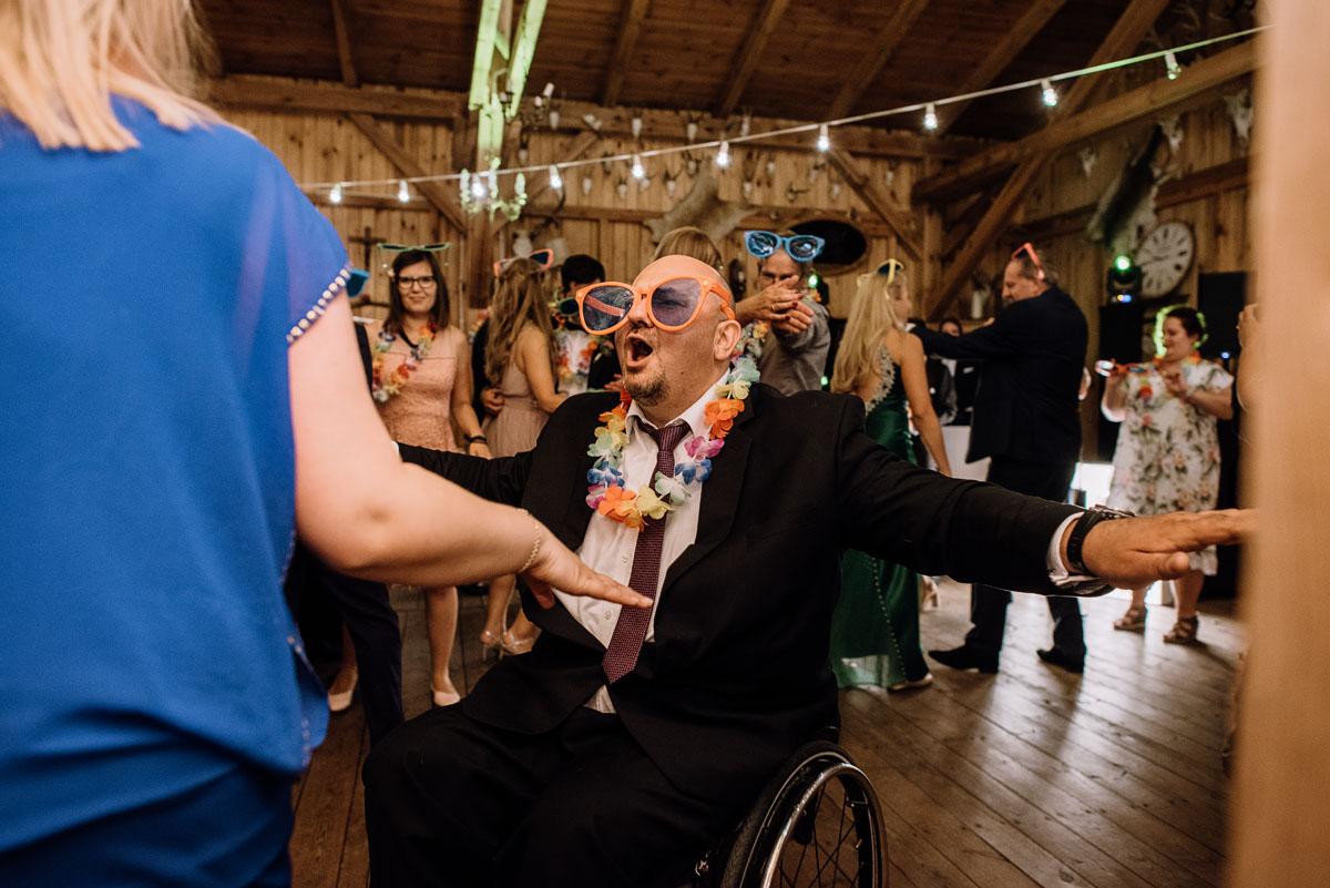 alternatywny-slub-wesele-w-stylu-slow-wedding-szklana-stodola-Bozenkowo-Swietliste-fotografujemy-emocje-Magda-Jakub-246
