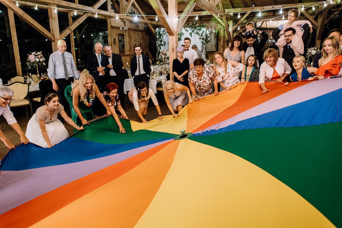 alternatywny-slub-wesele-w-stylu-slow-wedding-szklana-stodola-Bozenkowo-Swietliste-fotografujemy-emocje-Magda-Jakub-248