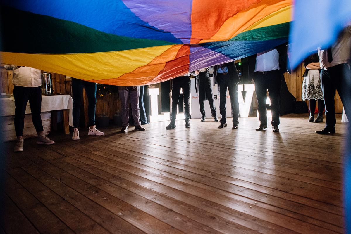 alternatywny-slub-wesele-w-stylu-slow-wedding-szklana-stodola-Bozenkowo-Swietliste-fotografujemy-emocje-Magda-Jakub-250