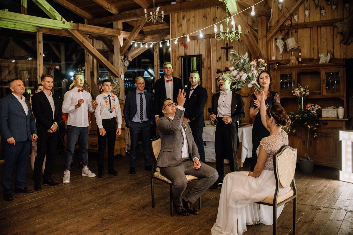 alternatywny-slub-wesele-w-stylu-slow-wedding-szklana-stodola-Bozenkowo-Swietliste-fotografujemy-emocje-Magda-Jakub-251