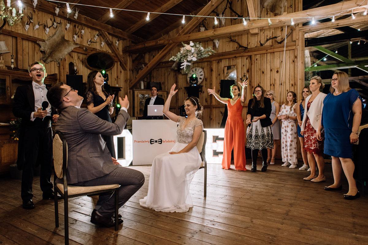 alternatywny-slub-wesele-w-stylu-slow-wedding-szklana-stodola-Bozenkowo-Swietliste-fotografujemy-emocje-Magda-Jakub-252