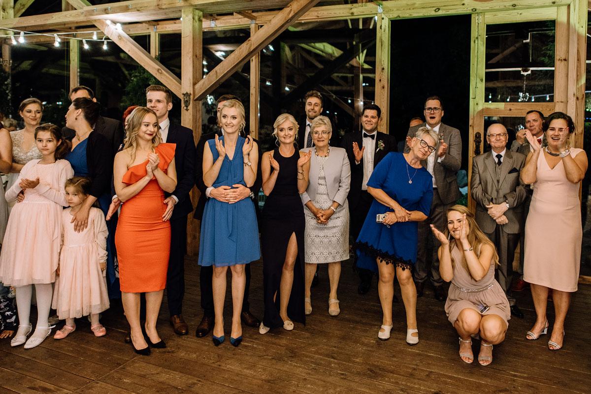 alternatywny-slub-wesele-w-stylu-slow-wedding-szklana-stodola-Bozenkowo-Swietliste-fotografujemy-emocje-Magda-Jakub-253