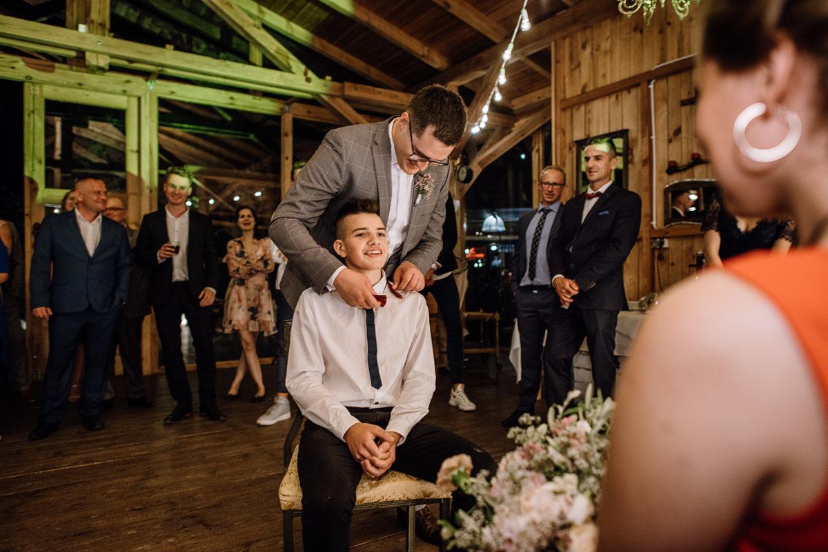 alternatywny-slub-wesele-w-stylu-slow-wedding-szklana-stodola-Bozenkowo-Swietliste-fotografujemy-emocje-Magda-Jakub-254