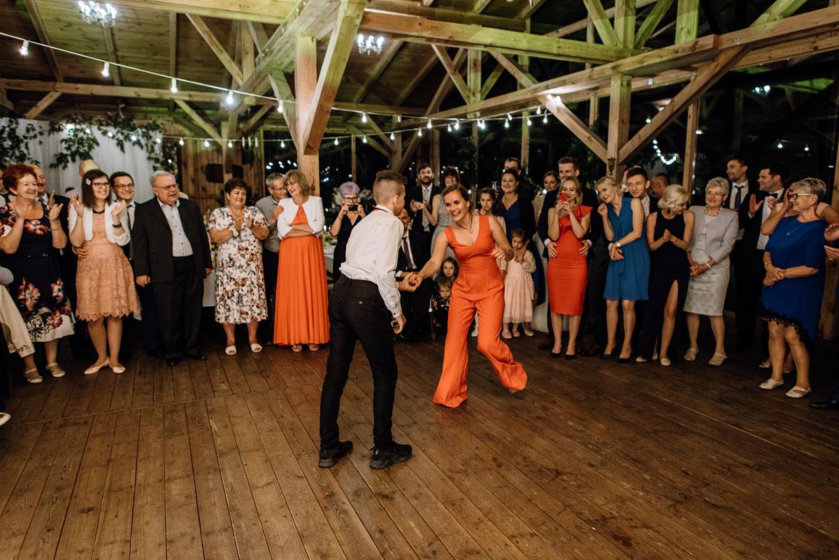 alternatywny-slub-wesele-w-stylu-slow-wedding-szklana-stodola-Bozenkowo-Swietliste-fotografujemy-emocje-Magda-Jakub-256